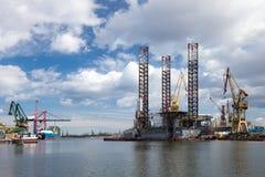Het platform van de olie in de scheepswerf Stock Afbeeldingen