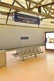 Het platform van de trein bij de Luchthaven van Hamburg International Stock Fotografie
