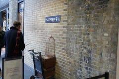 Het platform van Londen 9 3/4 Harry Potter stock foto