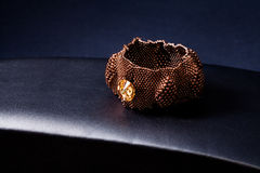Het platina gouden armband van juwelen Royalty-vrije Stock Foto's