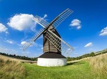 Het platteland Hertfordshire van de Pitstonewindmolen Stock Fotografie