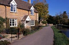 Het Plattelandshuisje van Cotswold, Lagere Slachting, Engeland. royalty-vrije stock foto's
