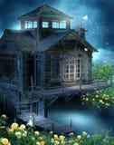 Het plattelandshuisje van de fantasie met rozen Stock Afbeelding