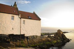 Het plattelandshuisje van de kust in Fife Stock Foto's