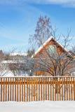 Het plattelandshuisje van de winter Stock Foto
