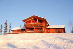 Het plattelandshuisje van de winter Stock Afbeeldingen