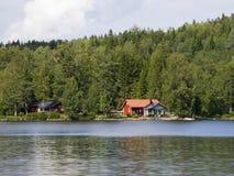 Het plattelandshuisje van de zomer Stock Afbeelding