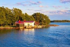 Het plattelandshuisje van de zomer in Finland Stock Foto's