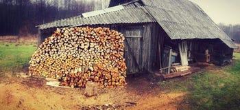 Het plattelandshuisje van het land  Stock Foto's