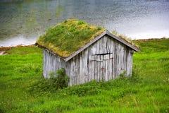 Het plattelandshuisje van het landbouwbedrijf in Noorwegen Stock Afbeeldingen