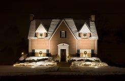 Het Plattelandshuisje van Kerstmis - nacht Stock Foto's