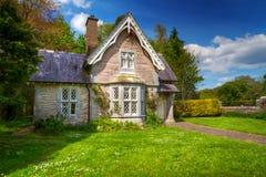 Het plattelandshuisjehuis van het sprookje royalty-vrije stock fotografie