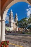 Het Plein van de de kathedraalonafhankelijkheid van Campeche Stock Foto's