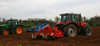 Het ploegen van tractoren Royalty-vrije Stock Fotografie