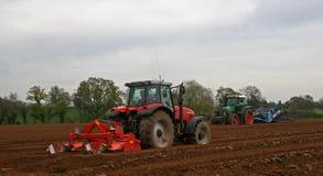 Het ploegen van tractoren Stock Afbeelding