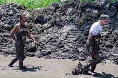 Het ploeteren door modder Stock Foto