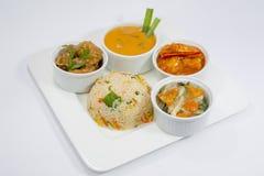 Het plukken Kip, de Peper van het Garnalenknoflook, mengde Groente, Fried Rice And Thai Soup-Schotel Royalty-vrije Stock Foto's