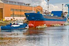 Het plukken van de boot schip van heftoestel Royalty-vrije Stock Afbeeldingen