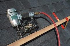 Het pneumatische kanon van de dakwerkspijker Royalty-vrije Stock Afbeeldingen