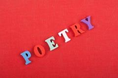 Het POËZIEwoord op rode achtergrond stelde van kleurrijke het blok houten brieven van het abcalfabet samen, exemplaarruimte voor  stock fotografie