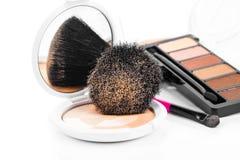 Het Poeder en de Borstel van de make-up stock afbeeldingen