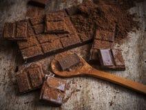 Het Poeder van de cacao en Donkere Chocolade Stock Foto