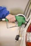 Het pompen van Kostbare (verticale) Benzine stock afbeelding