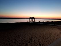 Het ponton van Marennes-strand één avond stock afbeeldingen