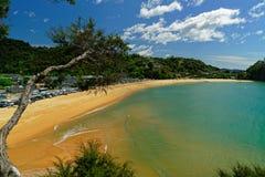 Het populaire Kaiteriteri-strand, Nieuw Zeeland stock fotografie