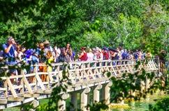 Het populaire Nationale park van Krka tijdens bezige de zomervakantie in Kroatië 25 08 2016 stock foto's