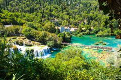 Het populaire Nationale park van Krka tijdens bezige de zomervakantie in Kroatië 25 08 2016 stock foto