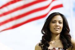 Het Portret dat van de manier zich naast Vlag bevindt Royalty-vrije Stock Afbeeldingen