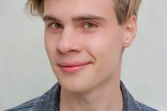 Het portret modelverlangen van de tiener jonge mens Stock Foto
