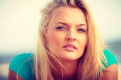 Het portret van de close-up van mooie blondevrouw Royalty-vrije Stock Afbeelding