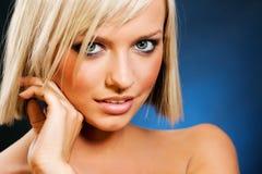 Het portret van de close-up van blonde Stock Afbeeldingen