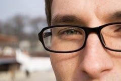 Het portret van de close-up van de jonge mens in glazen - detail Royalty-vrije Stock Afbeelding