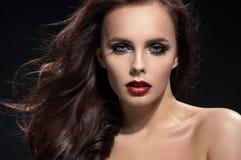 Het portret van de close-up van donkerbruine vrouw stock foto's