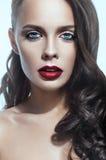 Het portret van de close-up van donkerbruine vrouw royalty-vrije stock afbeeldingen