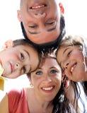 Het portret van de close-up van een gelukkige familie in cirkel Stock Foto