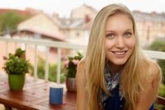 Het portret van de close-up van gelukkige vrouw royalty-vrije stock foto's