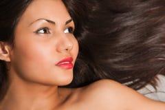 Het portret van de close-up van jong zwart haar Stock Afbeeldingen