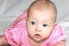 Het portret van de close-up van mooi meisje Royalty-vrije Stock Afbeeldingen