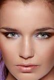 Het portret van de close-up van mooie jonge vrouw. Stock Foto's