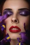 Het portret van de close-up van schoonheids jonge vrouw Stock Foto's