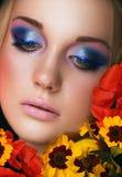 Het portret van de close-up van schoonheids jonge vrouw Royalty-vrije Stock Foto's