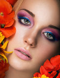 Het portret van de close-up van schoonheids jonge vrouw Stock Afbeeldingen