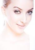 Het portret van de close-up van verse en glimlachende vrouw Royalty-vrije Stock Fotografie