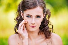 Het portret van de close-up van vrouw het maken Stock Foto's