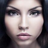 Het portret van de close-upschoonheid van donkerbruine vrouw Stock Fotografie