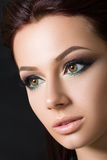 Het portret van de close-upschoonheid van jong mooi brunette Royalty-vrije Stock Afbeeldingen